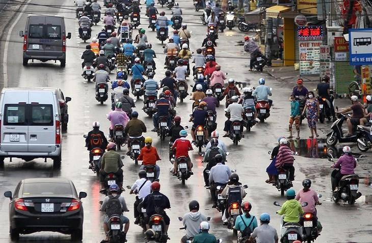 Dù đang trong thời gian cách ly toàn xã hội nhưng đường phố TP.HCM vẫn khá đông đúc