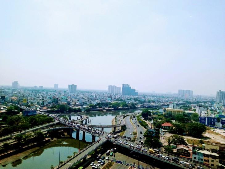 Nhiều nhà đầu tư vẫn giữ bình tĩnh và lạc quan, cam kết sẽ tiếp tục tham gia vào thị trường bất động sản Việt Nam trong dài hạn. Ảnh: Ngô Ngãi