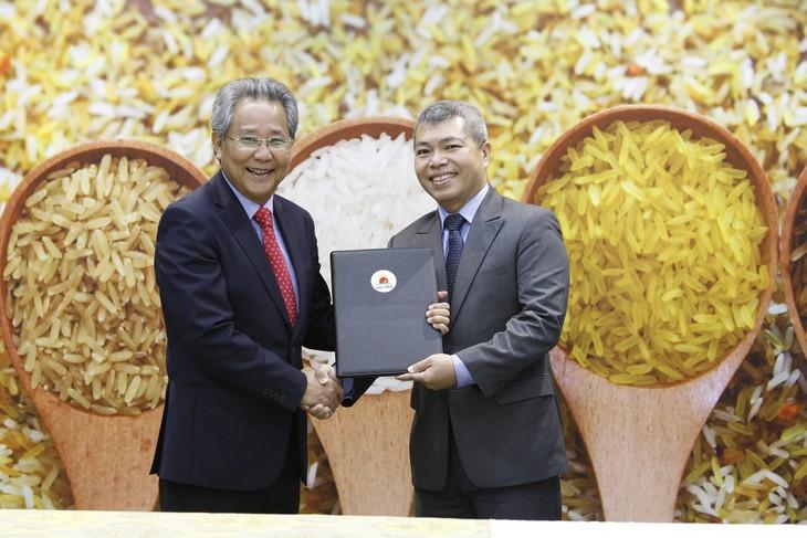 Ông Huỳnh Văn Thòn chuyển giao nhiệm vụ điều hành cho ông Nguyễn Duy Thuận