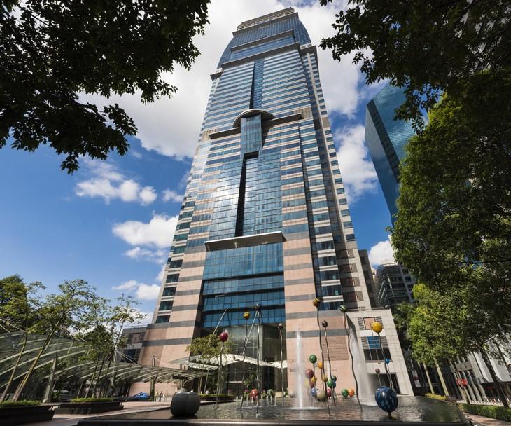 Khối văn phòng của CapitaLand tại ba địa điểm ở Singapore, bao gồm tòa Capital Tower sẽ được cung cấp 100% năng lượng tái tạo đến cuối năm 2020