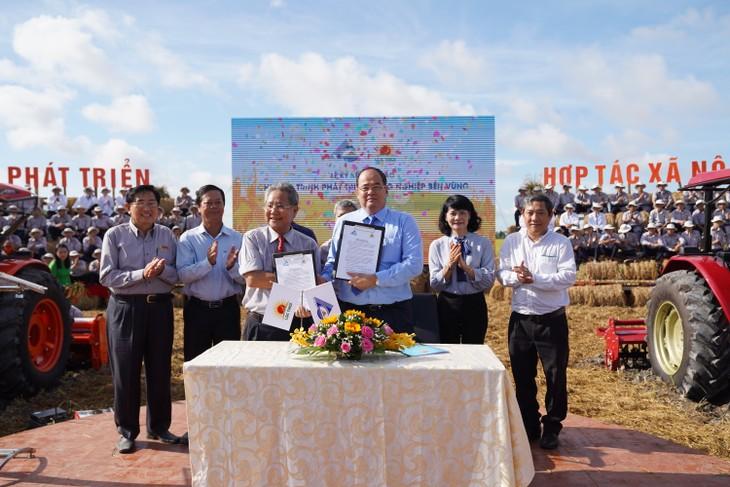 Mô hình hợp tác xã nông nghiệp kiểu mới được Lộc Trời nghiên cứu, phát triển và thực hành từ ba năm gần đây