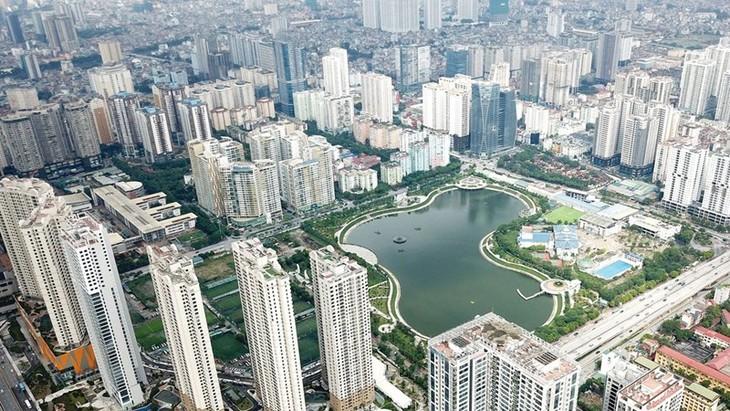 Không chỉ thu hút các nhà đầu tư trong nước, các nhà đầu tư nước ngoài cũng đang dành sự quan tâm đặc biệt với thị trường bất động sản Hà Nội. Ảnh: Lê Tiên.