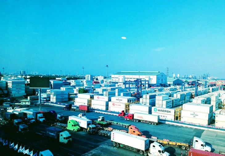 IFC đã thúc đẩy các hoạt động tài trợ thương mại và tài trợ chuỗi cung ứng nhằm hỗ trợ các doanh nghiệp Việt Nam, nhất là doanh nghiệp trong ngành dệt may và nông sản, tiếp tục hoạt động xuất nhập khẩu hàng hóa và duy trì việc làm. Ảnh: Ngô Bảo Tín