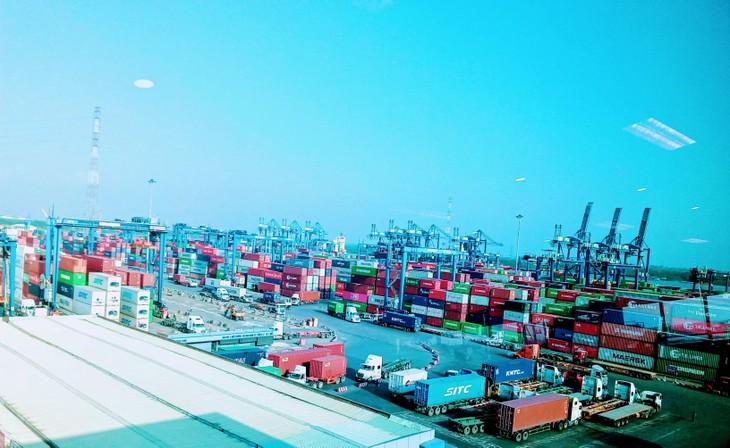 Sự phát triển mạnh mẽ của thương mại điện tử cùng việc tập trung đẩy mạnh phục hồi giúp cho thị trường logistics tại châu Á - Thái Bình Dương có một nửa đầu năm 2021 đầy khả quan. Ảnh: Ngô Bảo Tín