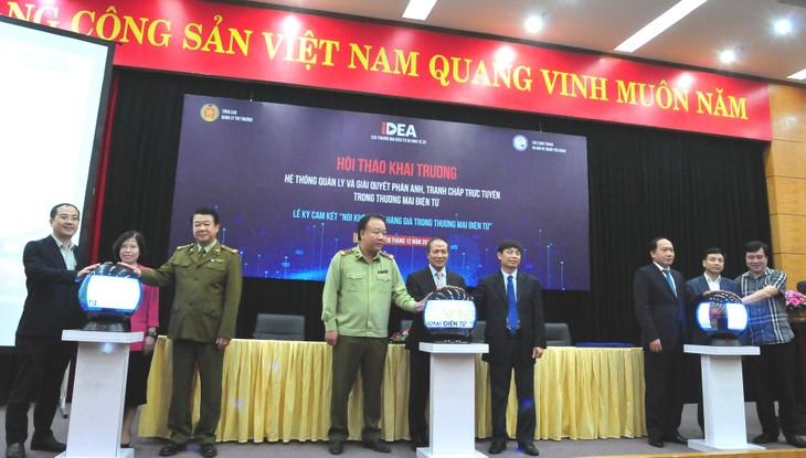 Lãnh đạo Bộ Công Thương tham gia khai trương Hệ thống (ảnh: MOIT)
