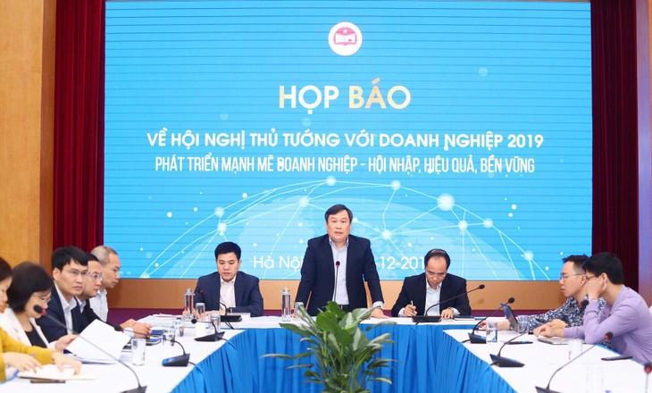 Thứ trưởng Bộ Kế hoạch và Đầu tư Vũ Đại Thắng chủ trì cuộc họp báo thông tin về Hội nghị Thủ tướng Chính phủ với doanh nghiệp năm 2019 sắp diễn ra (ảnh: Lê Tiên)