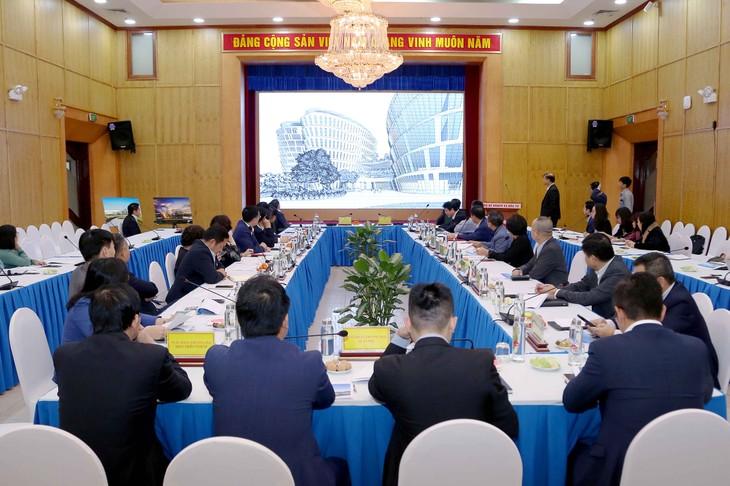 Hội nghị thu hút sự quan tâm của nhiều đơn vị, trong đó có đại diện các ngân hàng thương mại và một số tập đoàn kinh tế... (ảnh: MPI)