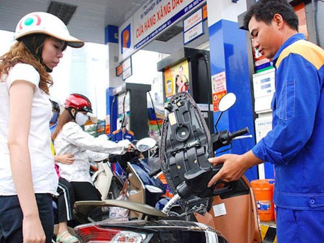 Hiện nguồn cung các mặt hàng xăng dầu trên địa bàn cả nước đủ để cung cấp cho nhu cầu tiêu dùng của người dân (ảnh: Internet)