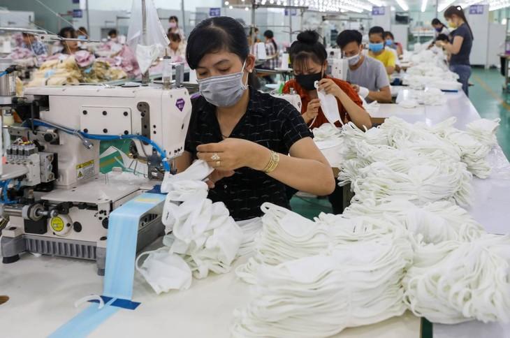 Sản xuất khẩu trang vải đang đứng trước cơ hội lớn (ảnh: Internet)