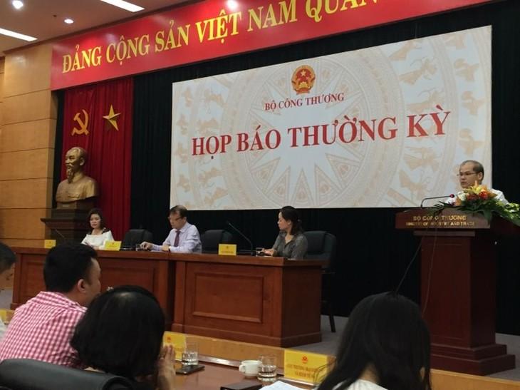 Ông Trần Tuệ Quang, Phó Cục trưởng Cục Điều tiết điện lực thông tin tại Họp báo