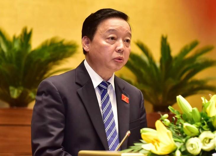 Bộ trưởng Bộ Tài nguyên và Môi trường Trần Hồng Hà nhấn mạnh, cần thiết phải sửa đổi Luật BVMT hiện hành, đặc biệt là đã đến lúc cần hình thành đạo luật về BVMT một cách tổng thể, toàn diện, đồng bộ và thống nhất, bảo đảm tính hiệu lực, hiệu quả