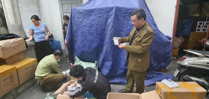 Đội Quản lý thị trường số 1 bắt giữ trên 2.000 sản phẩm pin dự phòng giả mạo nhãn hiệu Samsung (ảnh: MK)