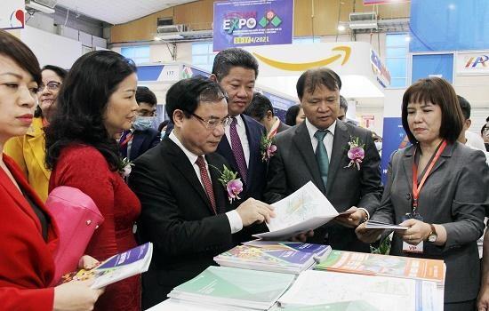 Đại diện Bộ Công Thương tham dự Hội chợ Vietnam Expo 2021 (ảnh: Moit)