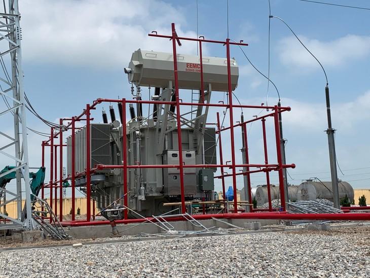 EVNNPT đang tích cực chỉ đạo NPTPMB cùng các nhà thầu chuẩn bị đóng điện MBA 220 kV - 220 kV AT2 TBA 220 kV Thanh Nghị (ảnh: EVNNPT)