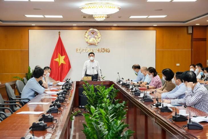 Bộ trưởng Bộ Công Thương Nguyễn Hồng Diên phát biểu tại Hội nghị trực tuyến giữa Bộ Công Thương và Lãnh đạo tỉnh Bắc Giang sáng ngày 25/5/2021 (ảnh: MK)