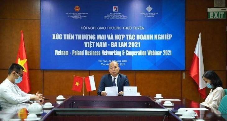 Ông Vũ Bá Phú, Cục trưởng Cục Xúc tiến thương mại, Bộ Công Thương đồng chủ trì Hội nghị giao thương trực tuyến xúc tiến thương mại và hợp tác doanh nghiệp Việt Nam – Ba Lan (ảnh: MK)