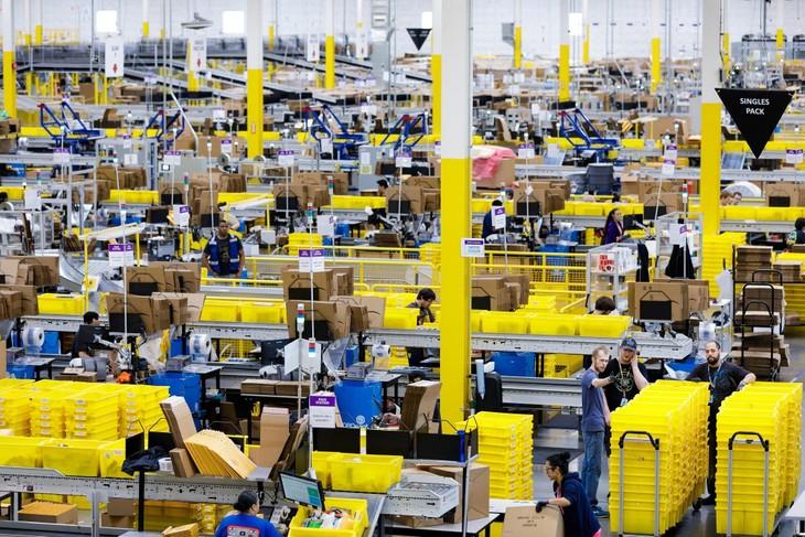 """Chương trình hỗ trợ: """"Bệ phóng 90 ngày cùng Amazon"""" sẽ hỗ trợ các DN, đặc biệt DN nhỏ và vừa Việt Nam có thể đẩy mạnh xuất khẩu thông qua sàn thương mại điện tử xuyên biên giới Amazon. Ảnh: PTDN"""