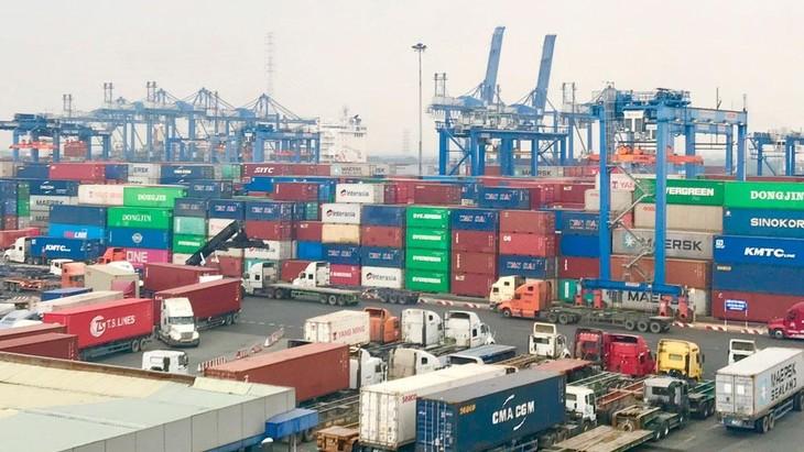 Nghị quyết số 105/NQ-CP về hỗ trợ doanh nghiệp, hợp tác xã, hộ kinh doanh trong bối cảnh Covid-19 được Chính phủ ban hành yêu cầu các doanh nghiệp vận tải biển niêm yết công khai, minh bạch về giá cước vận tải biển. (ảnh: Internet)