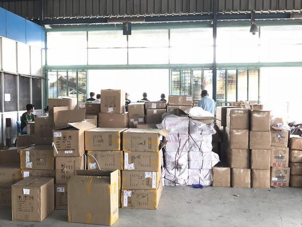 Mỹ phẩm nhập lậu bị phát hiện tại cảng Cát Lái. Ảnh Internet