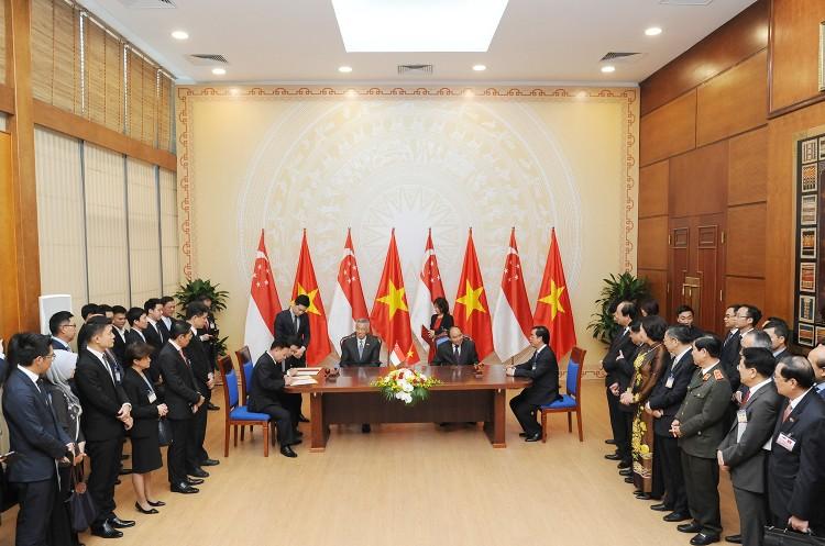 Thủ tướng Nguyễn Xuân Phúc hội đàm với Thủ tướng Singapore Lý Hiển Long ảnh 2