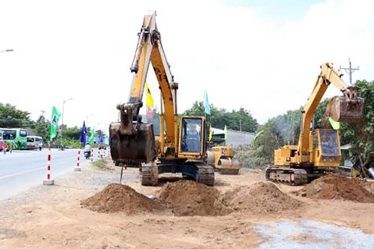 Bến Tre: Khởi công dự án Đầu tư xây dựng và nâng cấp mở rộng Quốc lộ 60 ảnh 1