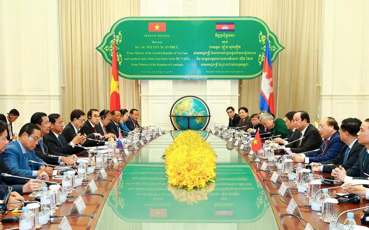Thủ tướng Nguyễn Xuân Phúc hội đàm với Thủ tướng Campuchia ảnh 2