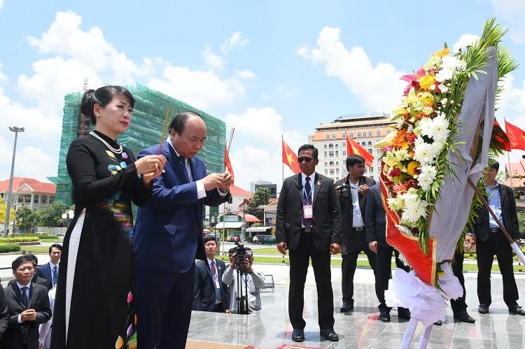 Thủ tướng Nguyễn Xuân Phúc hội đàm với Thủ tướng Campuchia ảnh 5