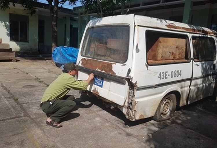 Làm rõ vụ xe biển xanh chở gỗ lậu ở Quảng Nam ảnh 1