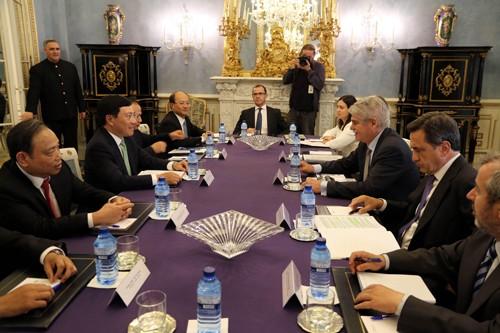 Phó Thủ tướng Phạm Bình Minh hội kiến Nhà vua, hội đàm với Ngoại trưởng Tây Ban Nha ảnh 2