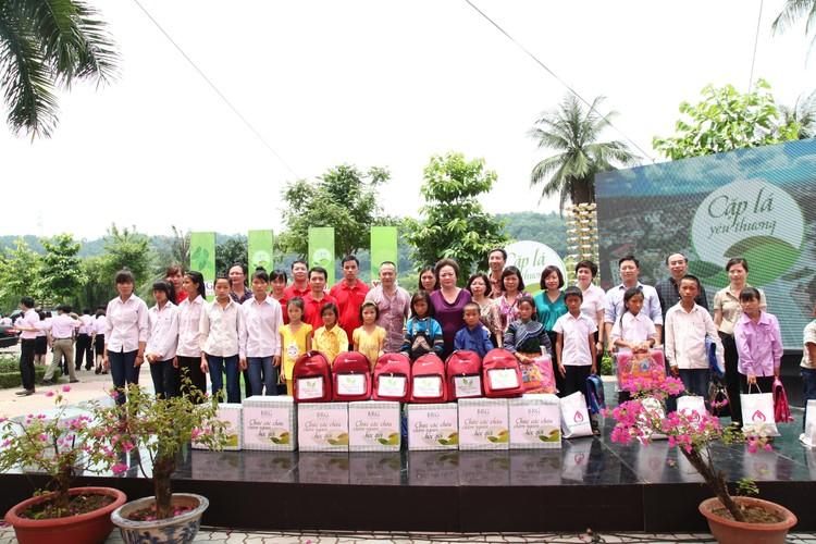 SeABank chia sẻ nụ cười và ước mơ với trẻ em nghèo ảnh 2