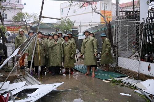 Phó Thủ tướng Trịnh Đình Dũng thị sát, chỉ đạo khắc phục hậu quả bão tại Hà Tĩnh ảnh 1