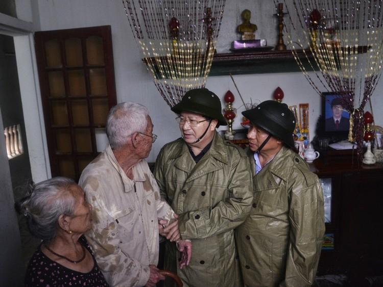 Phó Thủ tướng Trịnh Đình Dũng thị sát, chỉ đạo khắc phục hậu quả bão tại Hà Tĩnh ảnh 3