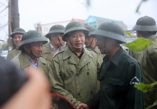 Phó Thủ tướng Trịnh Đình Dũng thị sát, chỉ đạo khắc phục hậu quả bão tại Hà Tĩnh ảnh 4
