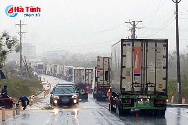 Phó Thủ tướng Trịnh Đình Dũng thị sát, chỉ đạo khắc phục hậu quả bão tại Hà Tĩnh ảnh 5