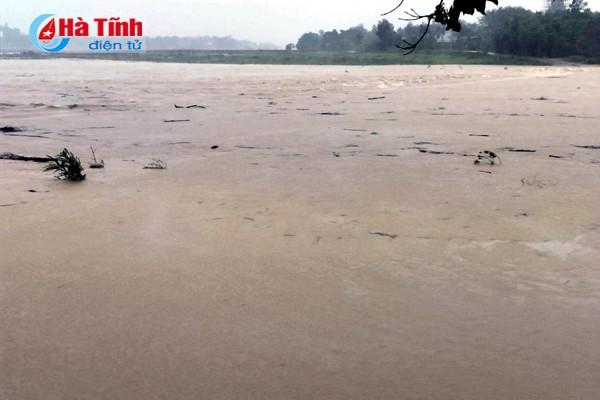 Phó Thủ tướng Trịnh Đình Dũng thị sát, chỉ đạo khắc phục hậu quả bão tại Hà Tĩnh ảnh 7