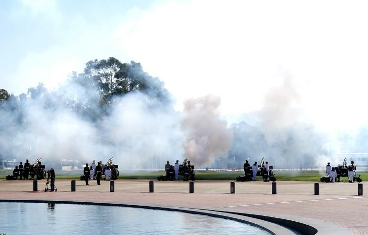 Lễ đón trọng thể Thủ tướng Nguyễn Xuân Phúc tại Australia ảnh 1
