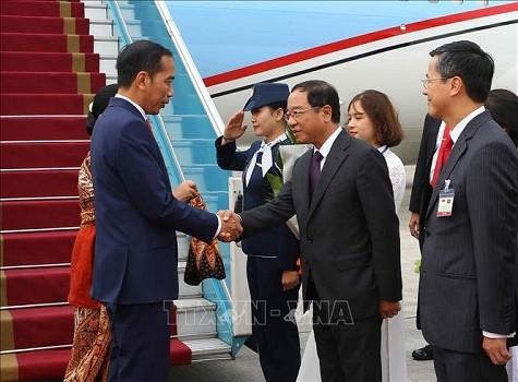 Chủ tịch nước và Phu nhân chủ trì lễ đón Tổng thống Indonesia và Phu nhân ảnh 1