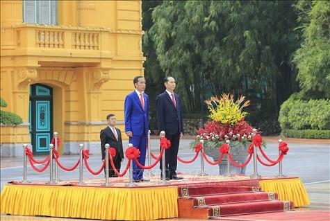 Chủ tịch nước và Phu nhân chủ trì lễ đón Tổng thống Indonesia và Phu nhân ảnh 2