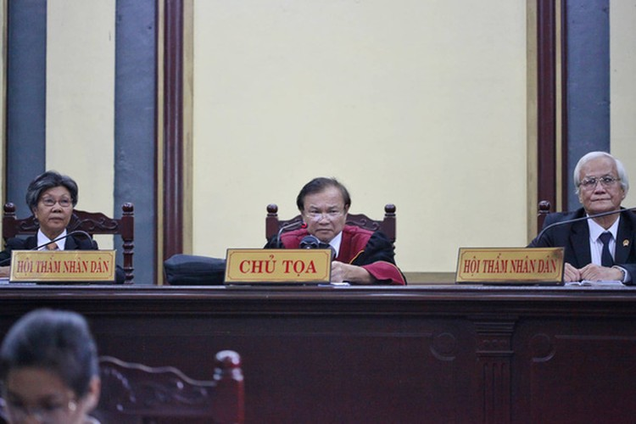 Ngừng phiên tòa để làm rõ 2.109 tỉ đồng đứng tên bà Lê Hoàng Diệp Thảo ảnh 3