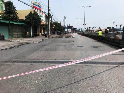'Hố tử thần' xuất hiện trên quốc lộ ở Quảng Ninh ảnh 1