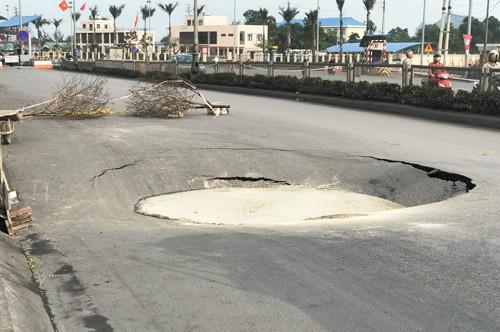 'Hố tử thần' xuất hiện trên quốc lộ ở Quảng Ninh ảnh 2