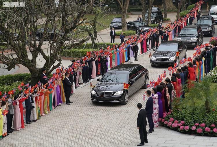 Thủ tướng Chính phủ Nguyễn Xuân Phúc tiếp Chủ tịch Kim Jong Un ảnh 1