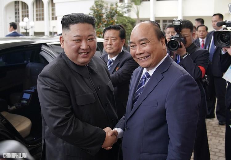 Thủ tướng Chính phủ Nguyễn Xuân Phúc tiếp Chủ tịch Kim Jong Un ảnh 2