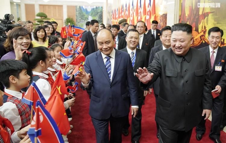 Thủ tướng Chính phủ Nguyễn Xuân Phúc tiếp Chủ tịch Kim Jong Un ảnh 4