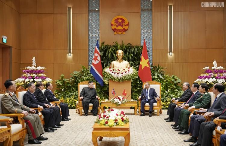 Thủ tướng Chính phủ Nguyễn Xuân Phúc tiếp Chủ tịch Kim Jong Un ảnh 8