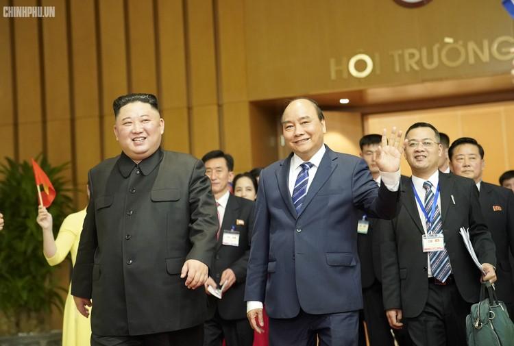 Thủ tướng Chính phủ Nguyễn Xuân Phúc tiếp Chủ tịch Kim Jong Un ảnh 9