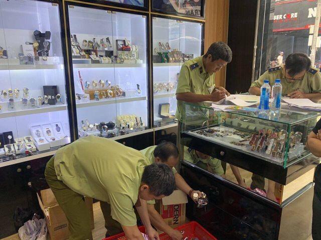 Chấn động: Hơn 3.000 chiếc đồng hồ nhái thương hiệu Rolex, Patek Philippe...bị tịch thu ảnh 2