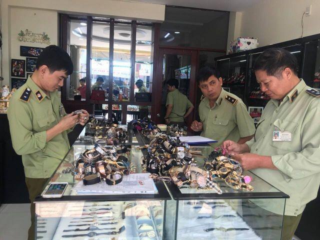 Chấn động: Hơn 3.000 chiếc đồng hồ nhái thương hiệu Rolex, Patek Philippe...bị tịch thu ảnh 3