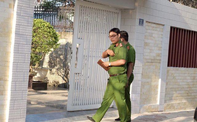 Công an khám xét nhà riêng 2 cựu lãnh đạo Sở Tài chính Đà Nẵng ảnh 2