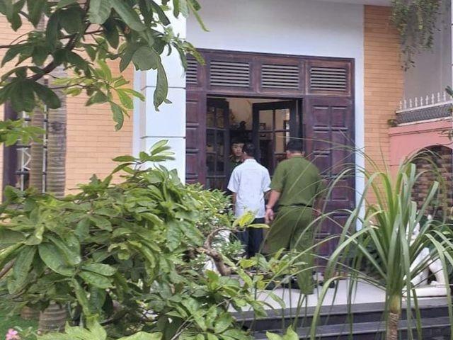 Công an khám xét nhà riêng 2 cựu lãnh đạo Sở Tài chính Đà Nẵng ảnh 3